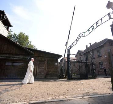 Francisco condenó al genocidio en Auschwitz