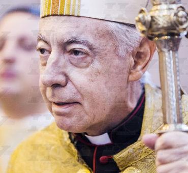 Monseñor Aguer y La cruz invertida